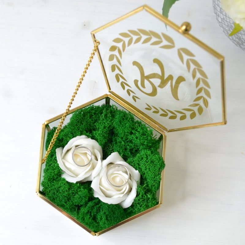 Cutie Verighete Hexagonală cu Inițiale și Trandafiri